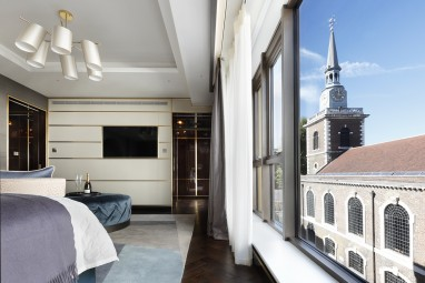 The Jermyn: Master suite (St James's Church by Christopher Wren in background)